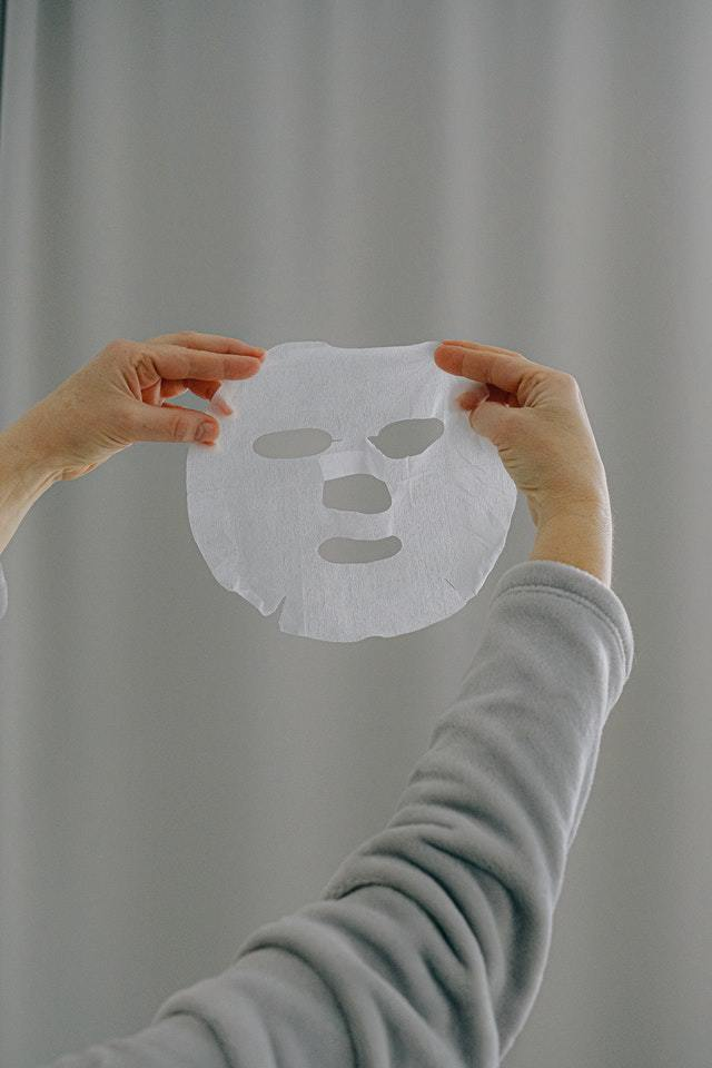 How does face slimming mask work